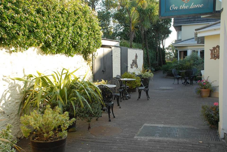 Dingle Benners Hotel - Courtyard