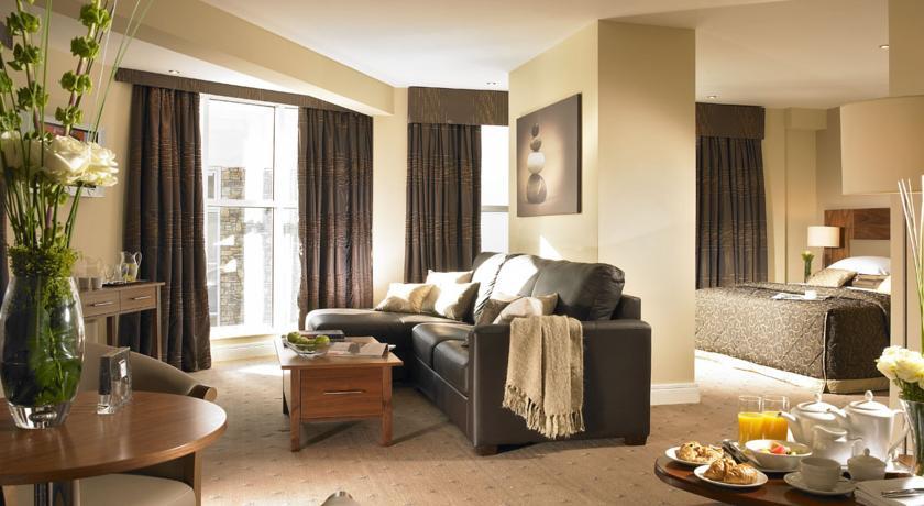 Scotts Hotel deluxe Bedroom