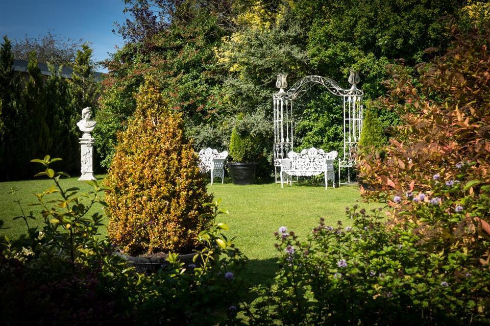 Meadow Court Hotel Gardens
