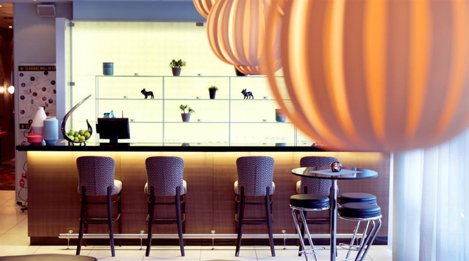 Clarion Collection Hotel Aurora Bar
