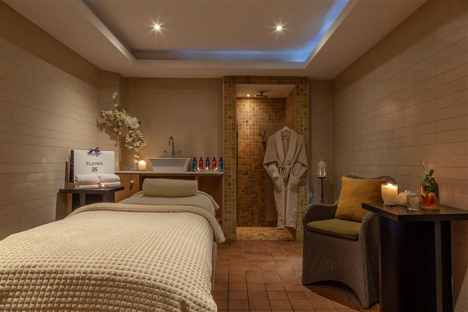 Radisson Blu Hotel Limerick Rain Spa Treatment Room