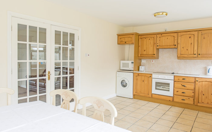 Marine View Holiday Homes Dining