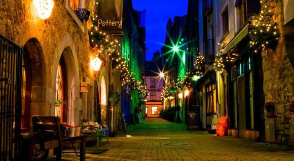 Victoria Hotel shop street
