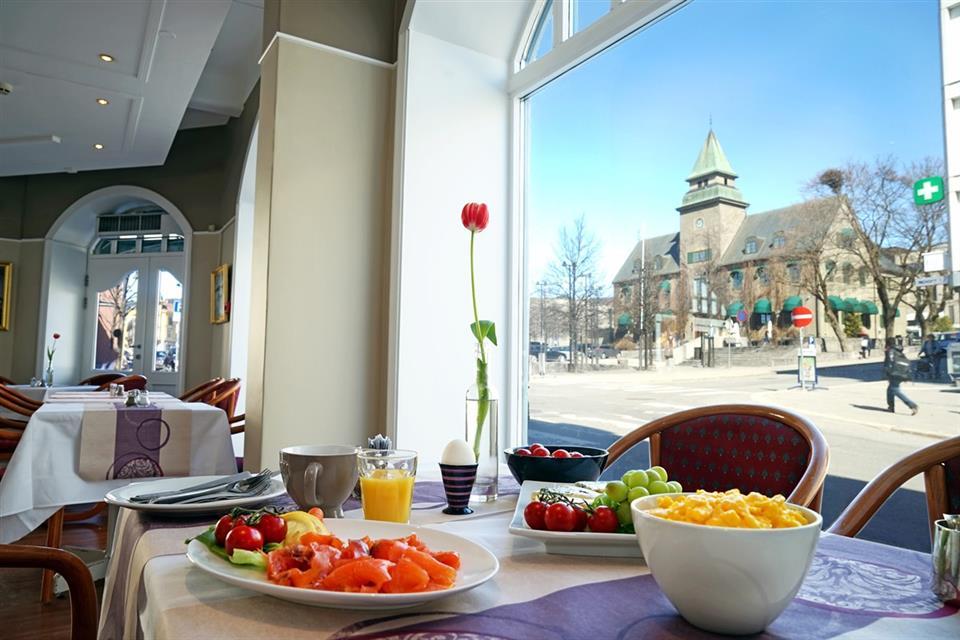 First Hotel Breiseth Frukost med utsikt