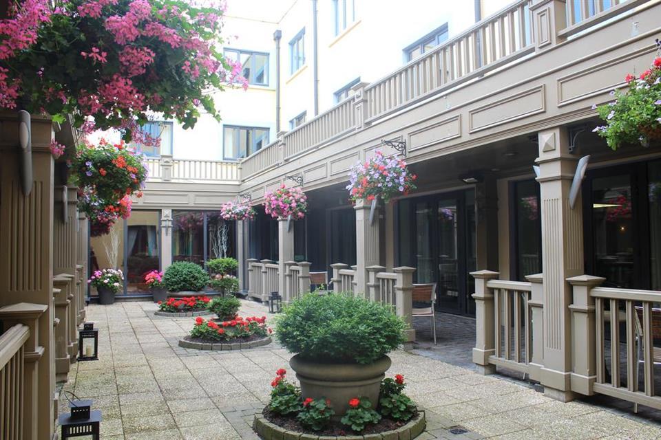 Talbot Hotel Stillorgan Terrace Area
