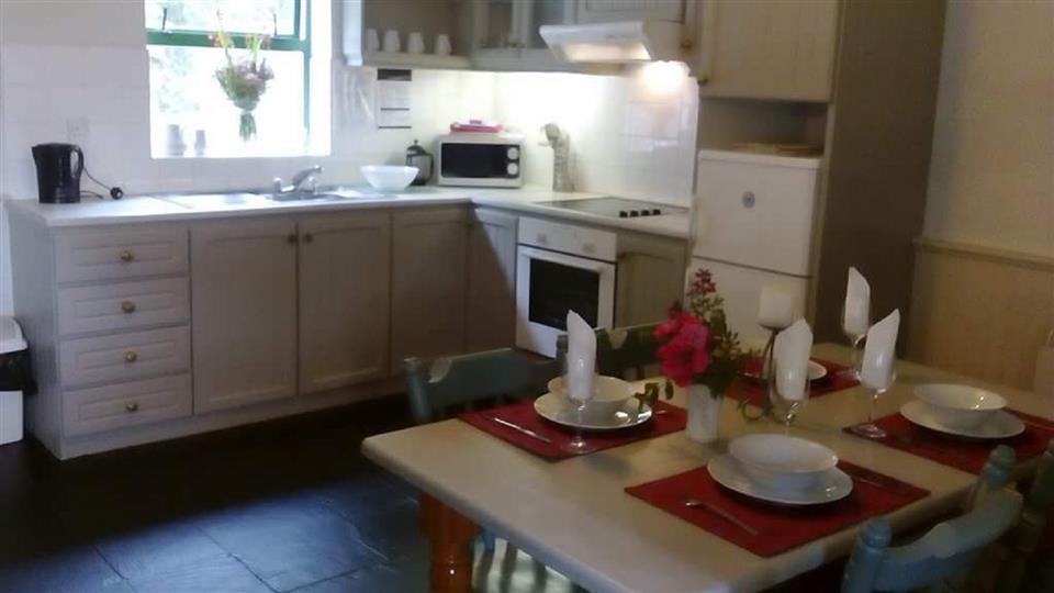 Ardnagashel Holiday Cottage kitchen