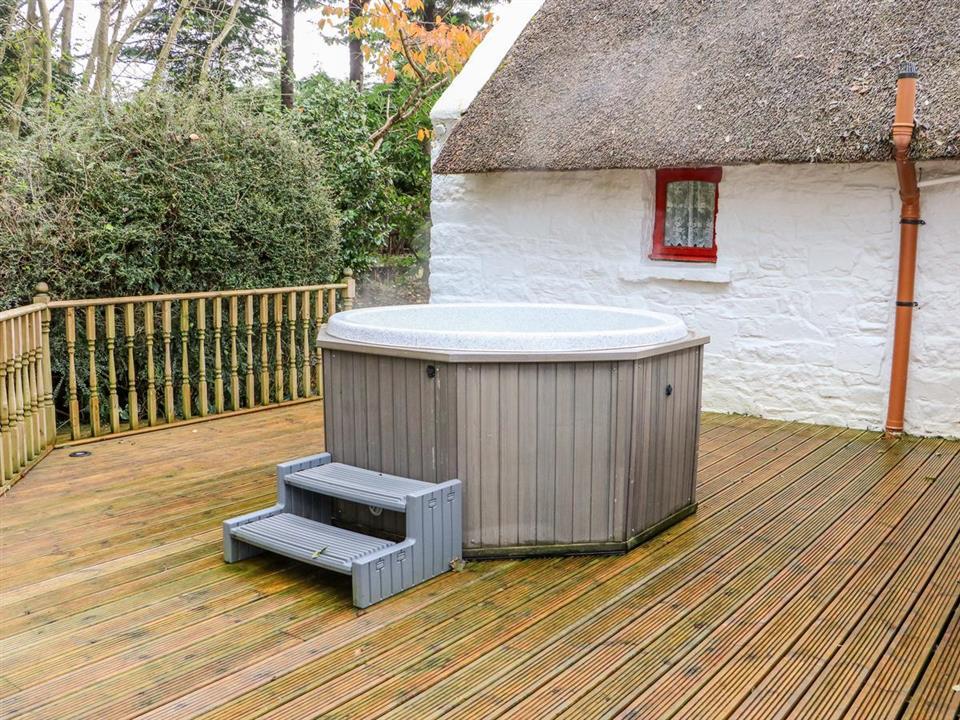 cottage mary rose patio hot tub