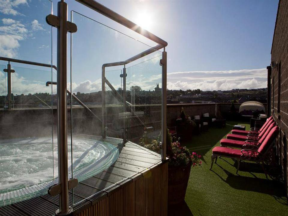Canal Court Hotel Outdoor Hot Tub
