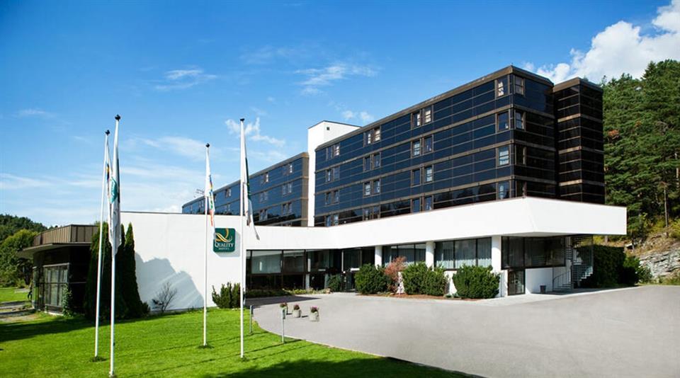 Quality Hotel Entry Exterior