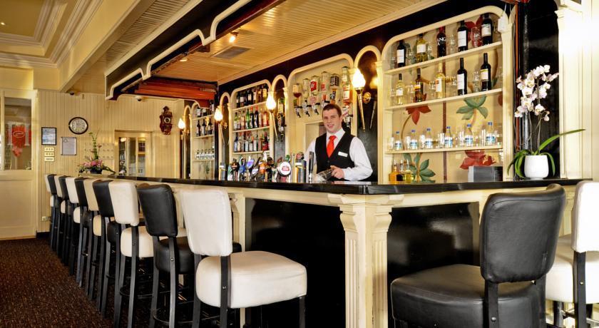 Flannerys Hotel Bar