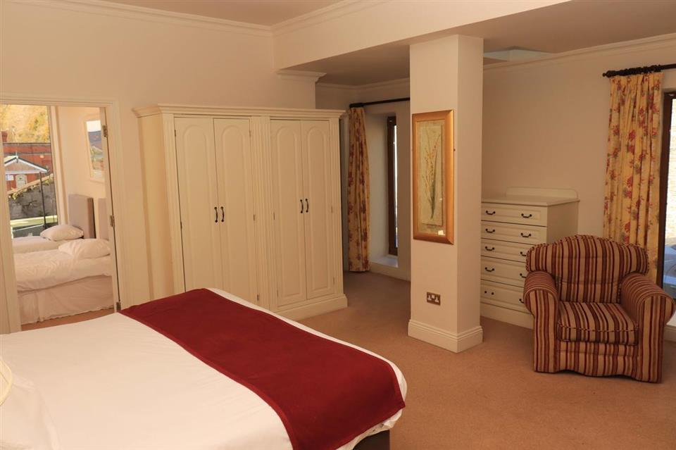 Waters Edge hotel Bedroom