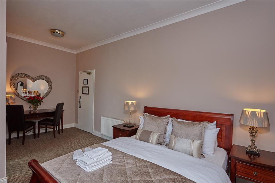Uppercross Hotel King Room