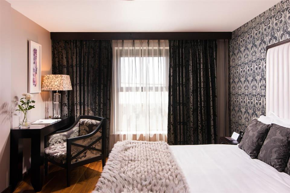 The Twelve Hotel bedroom