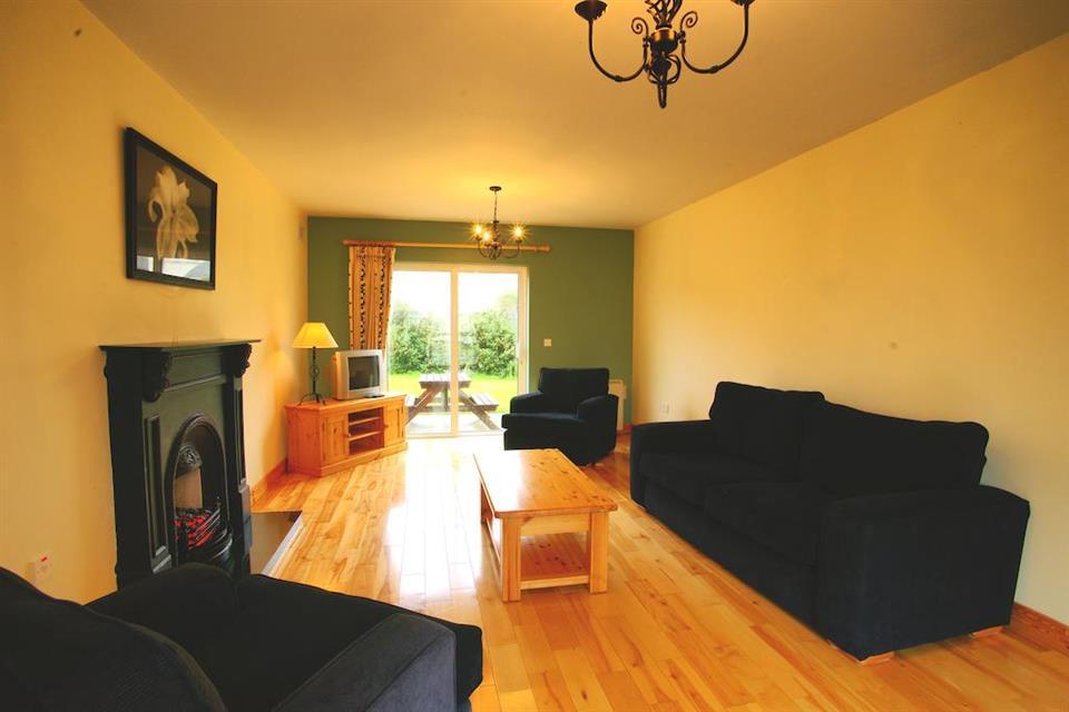 Doonbeg Holiday Homes livingroom