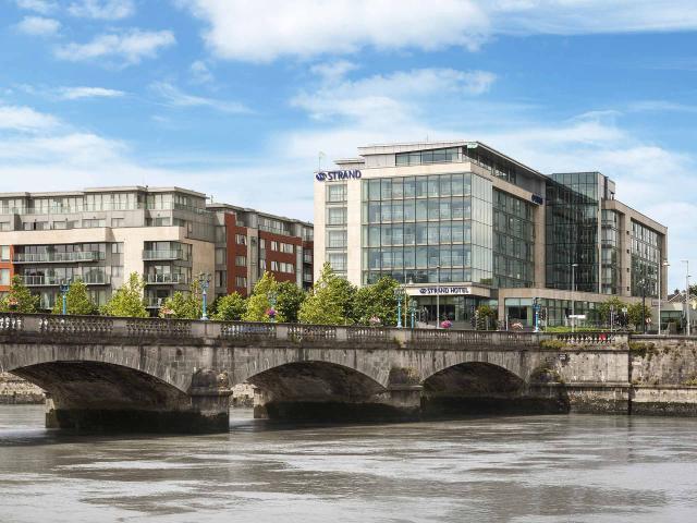 Limerick Strand Hotel Exterior