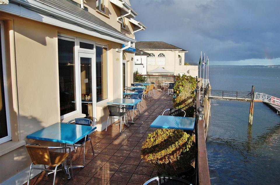 Water Edge Hotel Terrace