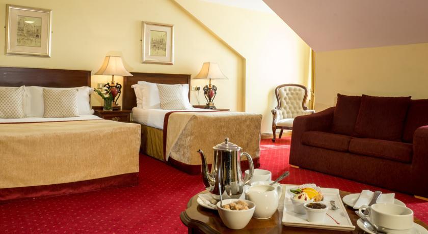 Meadow Court Hotel_bedroom1