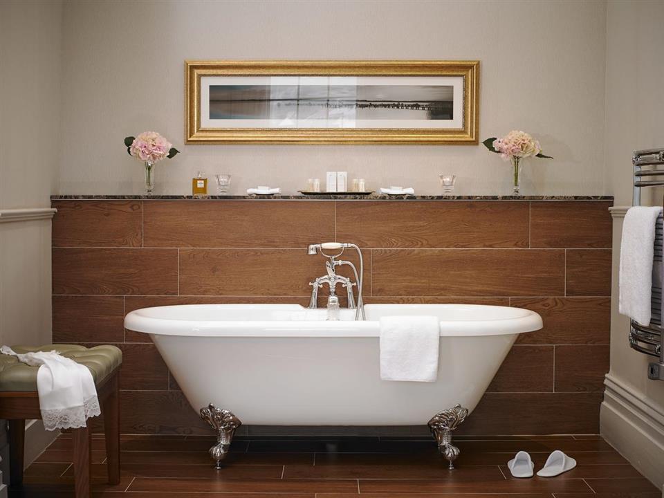 Actons Hotel Bathroom
