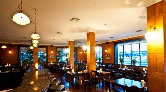 The Riverbank Hotel Bar