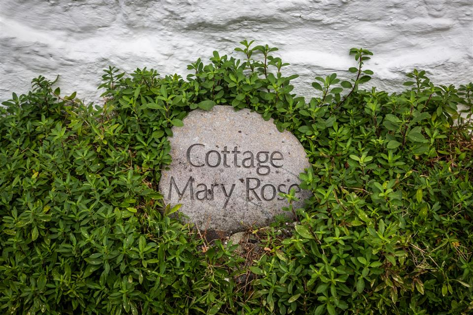 cottage mary rose garden