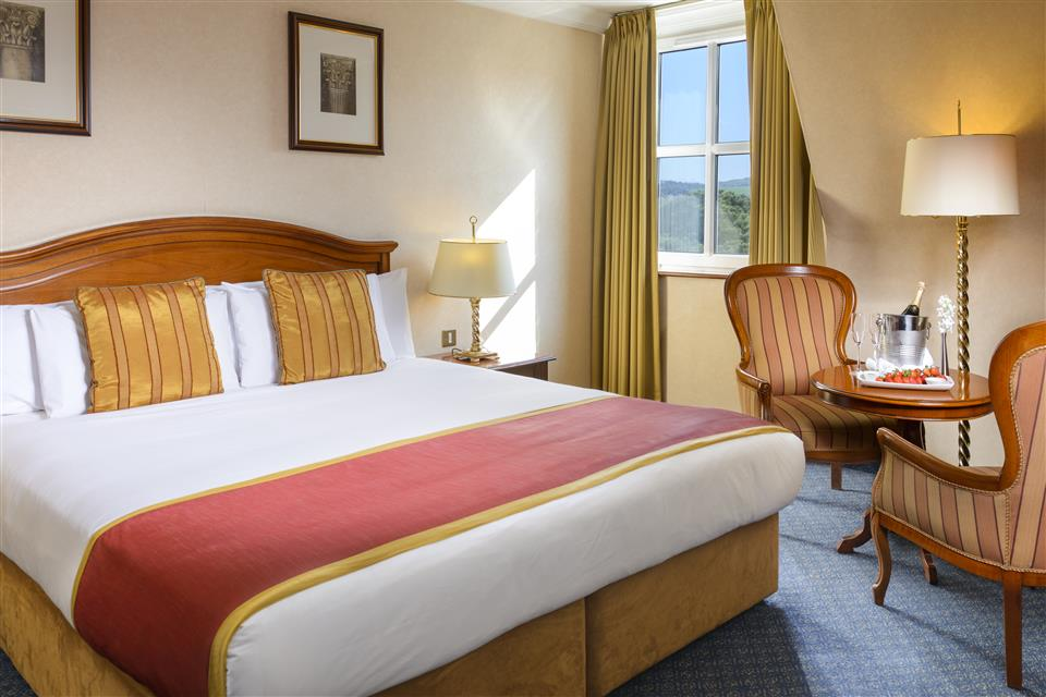 Killarney Plaza Hotel bedroom