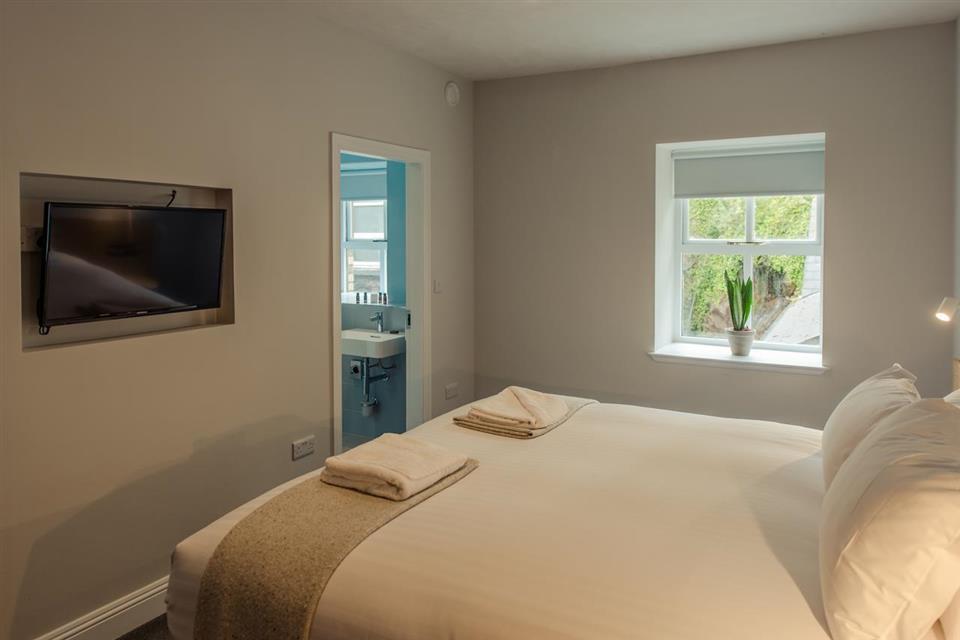Hotel Isaacs bedroom