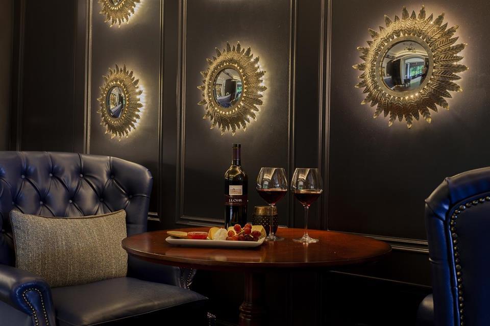 randles hotel bar
