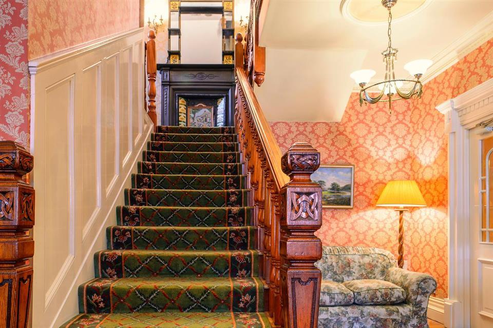 Ard Ri House Hotel stairway