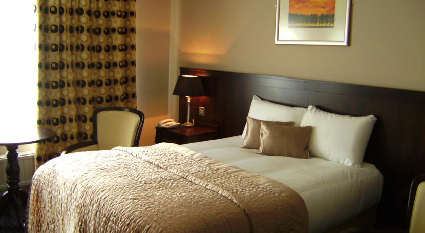 Killarney Court Hotel Bedroom