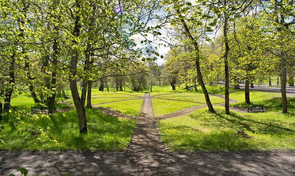 Parken vid Rosersbergs Slottshotell