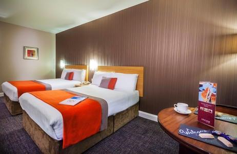 city hotel derry bedroom