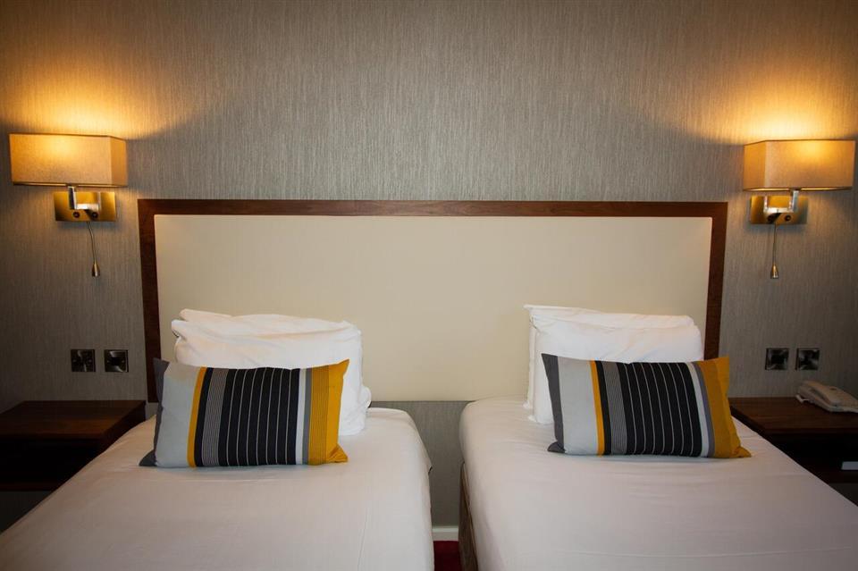 Victoria Hotel bedroom