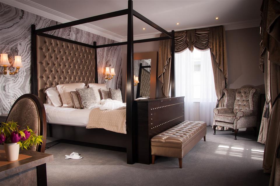 Oriel House Hotel Bedroom