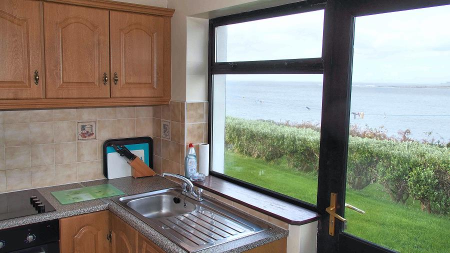 Quilty Holiday Cottages Kitchen