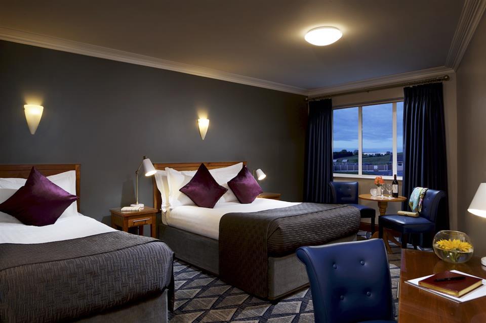 Springhill Court Hotel Bedroom
