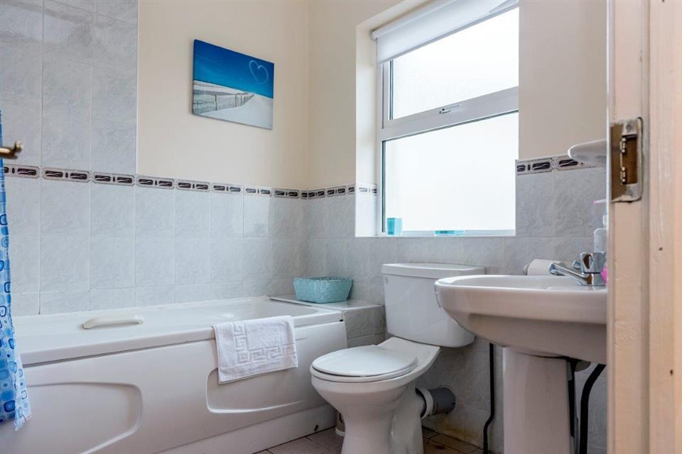 Ocean View Townhouse Bathroom