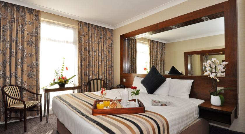 Flannerys Hotel Bedroom