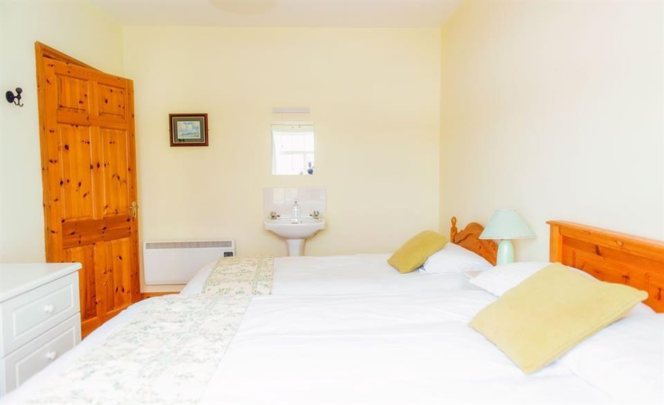 Bunhovil Holiday Cottage Triple bedroom