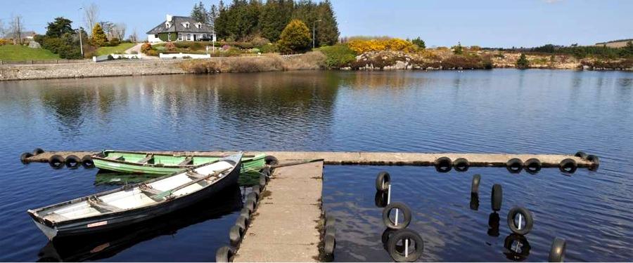 Fairgreen Holiday Cottages lake