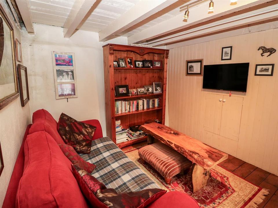cottage mary rose lounge