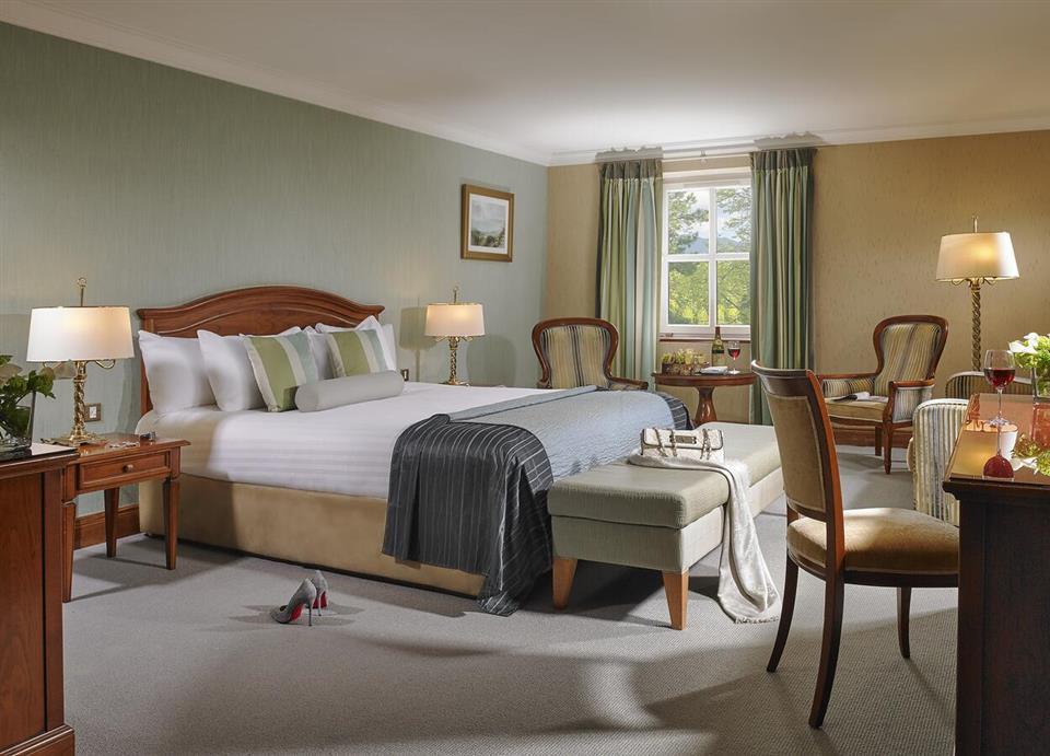 Killarney Plaza Hotel bedroom