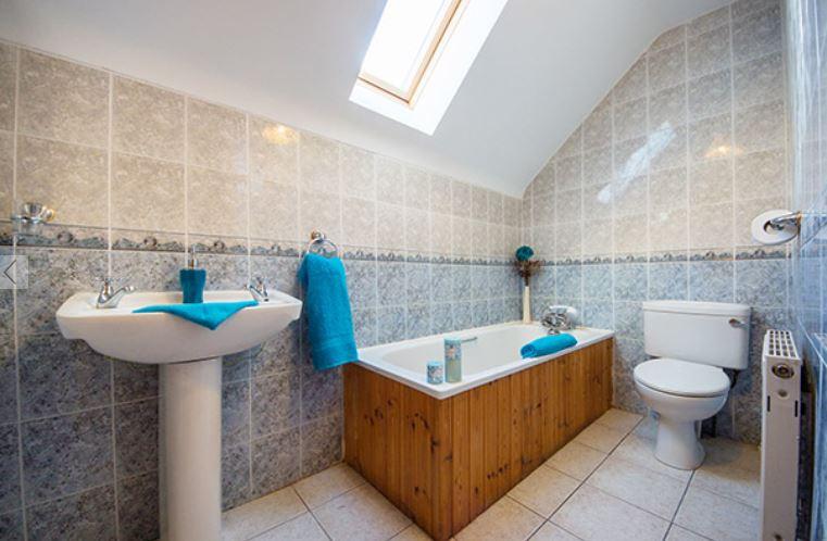 Portbeg Holiday Home bathroom