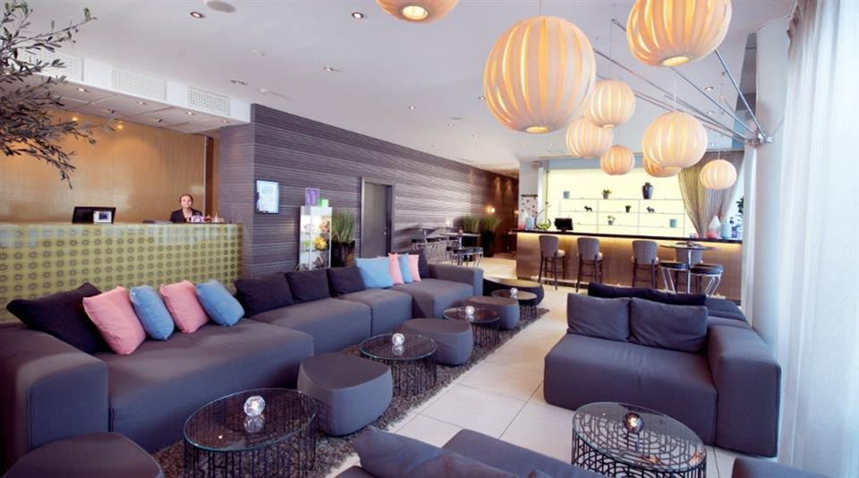 Clarion Collection Hotel Aurora Lobby