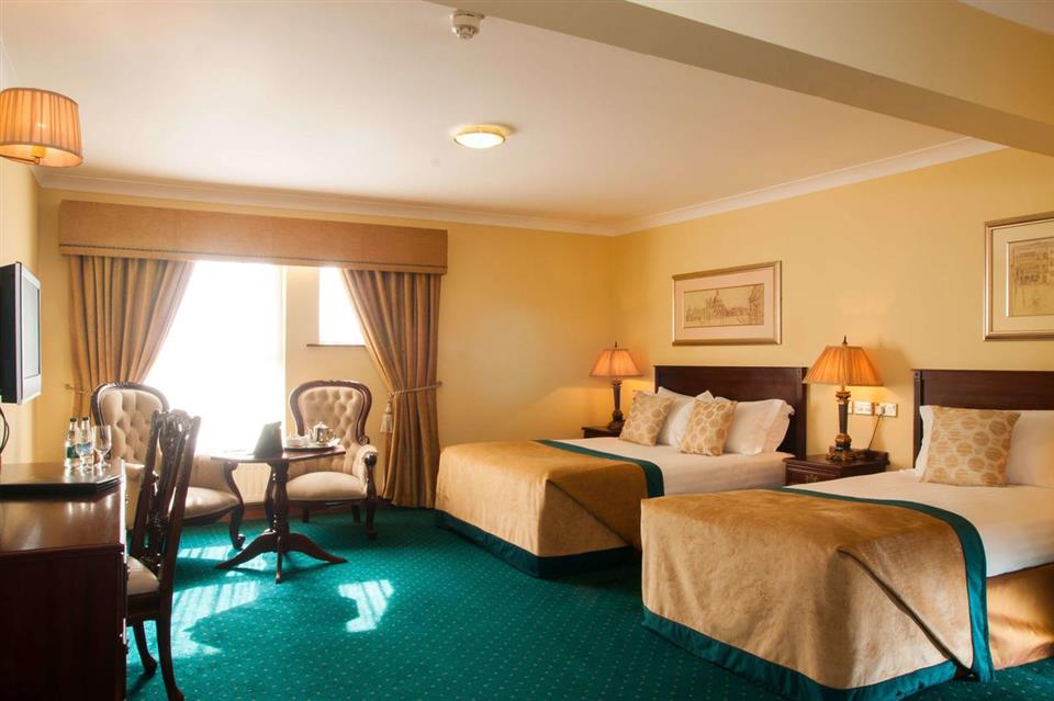 Meadow Court Hotel bedroom