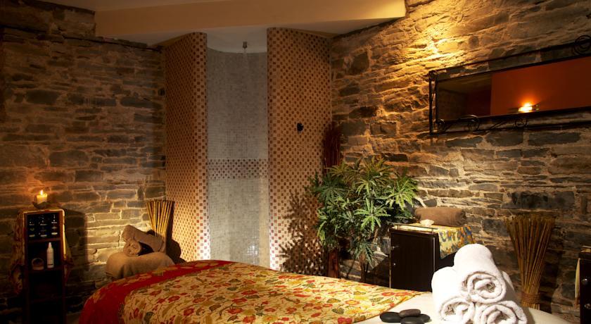 Falls Hotel Beauty Room