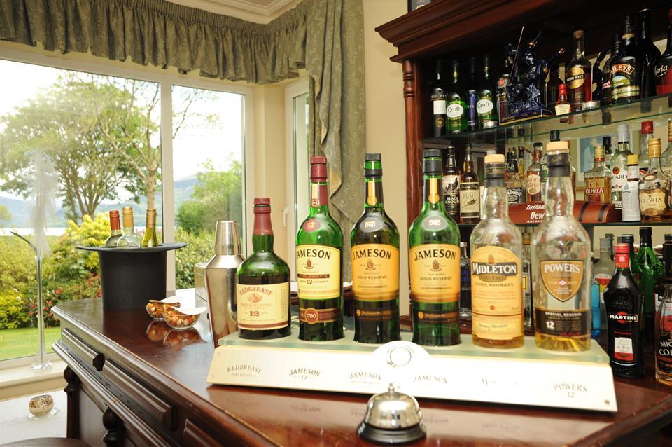 Loch Lein Country House bar