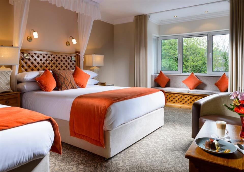 Dingle Benners Hotel - Twin Bedroom