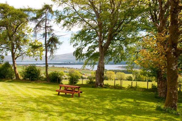 Abhainn Ri Cottages picnic view