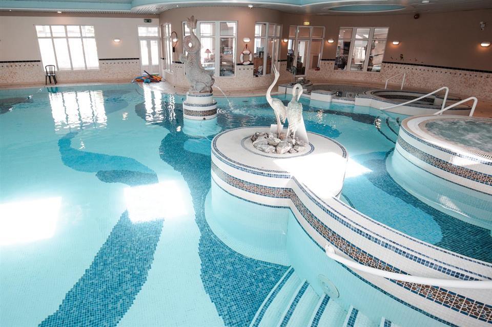 Westlodge Hotel Swimming Pool
