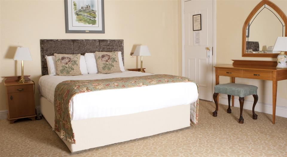 Castle Oaks House Hotel & Estate bedroom
